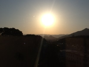ホーム風景 朝日