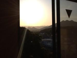 ホーム風景④ 朝日